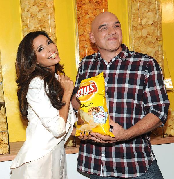 Eva Longoria and Symon promote Lays chips