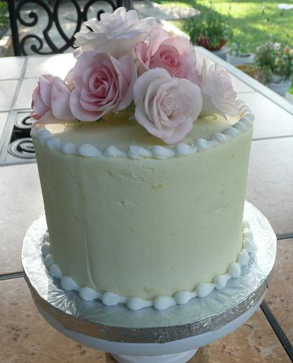 fondant icing roses on a cake