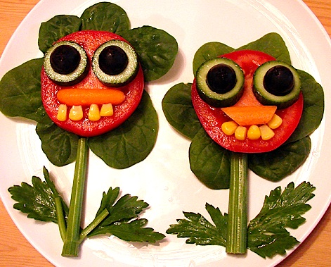 Funny face salads are the best way to get your kids to eat veggies