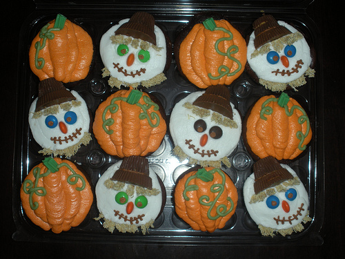 Fall Themed Cupcake Ideas http://www.ifood.tv/blog/pumpkin-fall-cupcake-ideas-for-kids