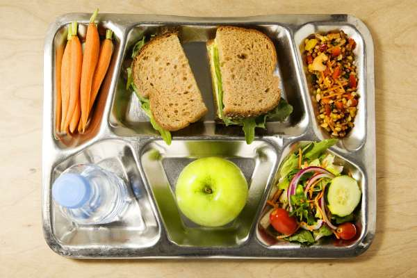 Student give low rating to healthy school lunches