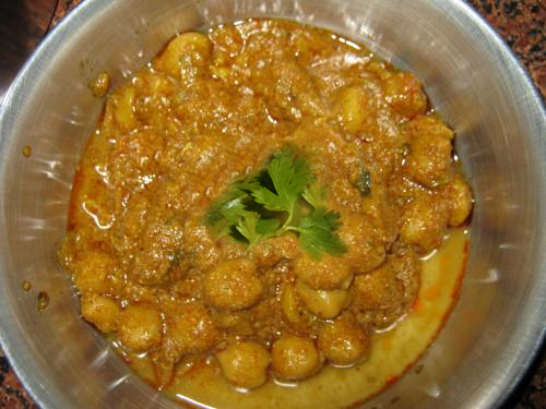 Kabuli Chana And Bread picture