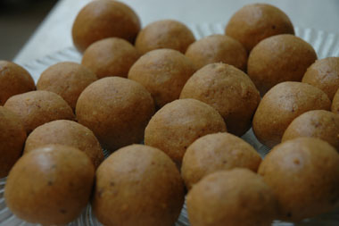 besan laddu picture