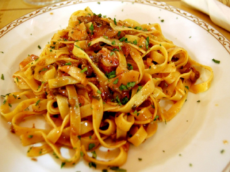 Linguine with Chicken, Mushrooms and Sun Dried Tomatoes picture