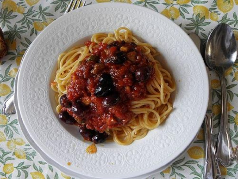 Pasta with Black Olives, Tomatoes and Capers picture