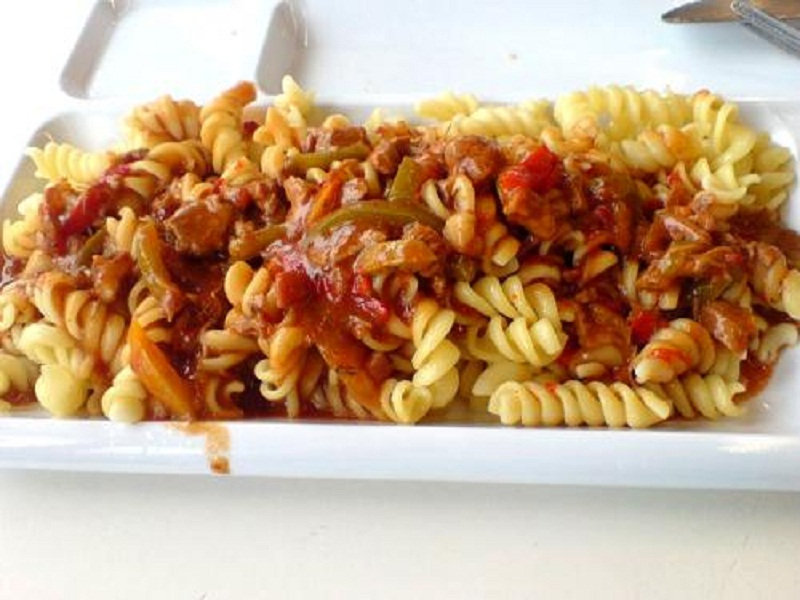 Pasta with Chunky Bell Peppers and Tomatoes picture