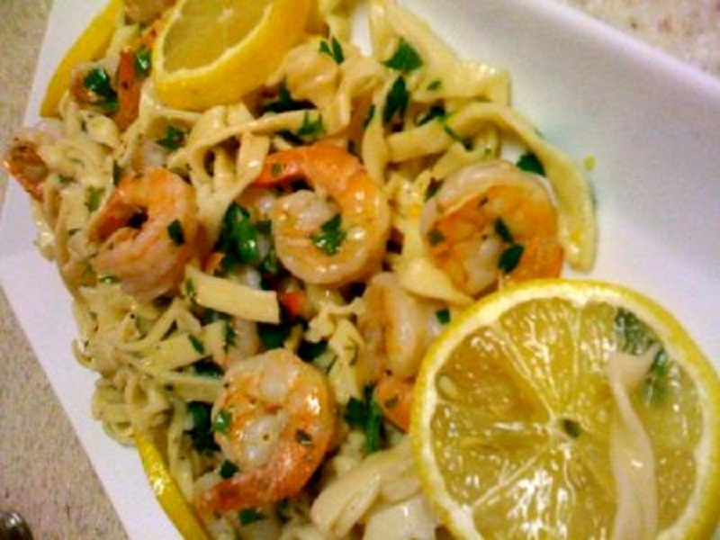 Pasta with Light Shrimp Scampi picture