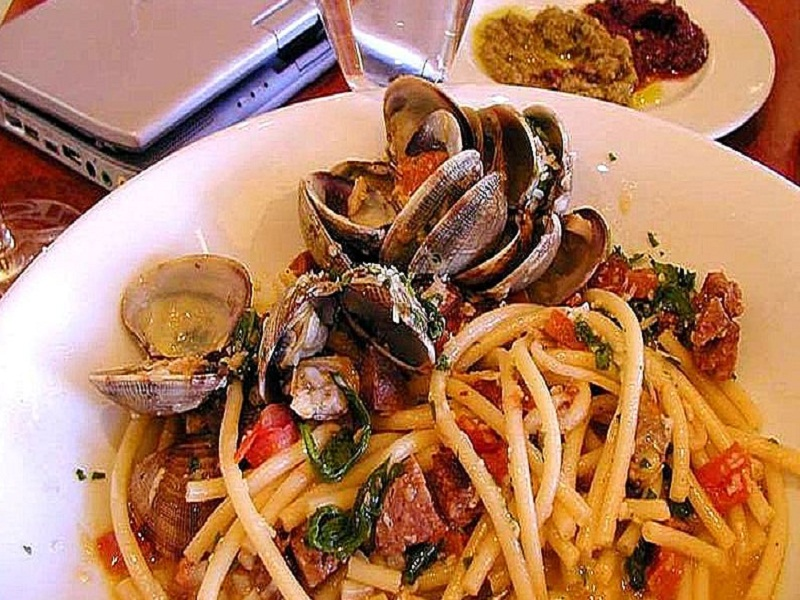 Pasta with Red Clam picture
