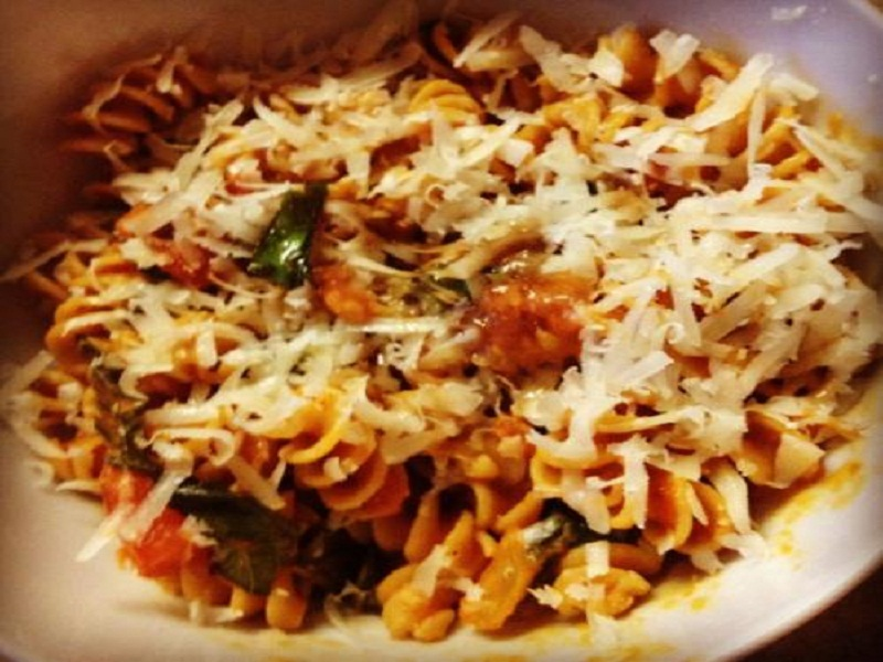 Pasta with Roasted Red Pepper picture