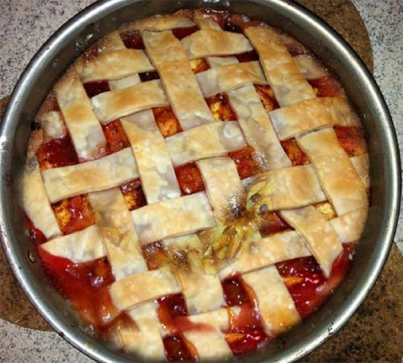 Pear Cranberry Pie picture