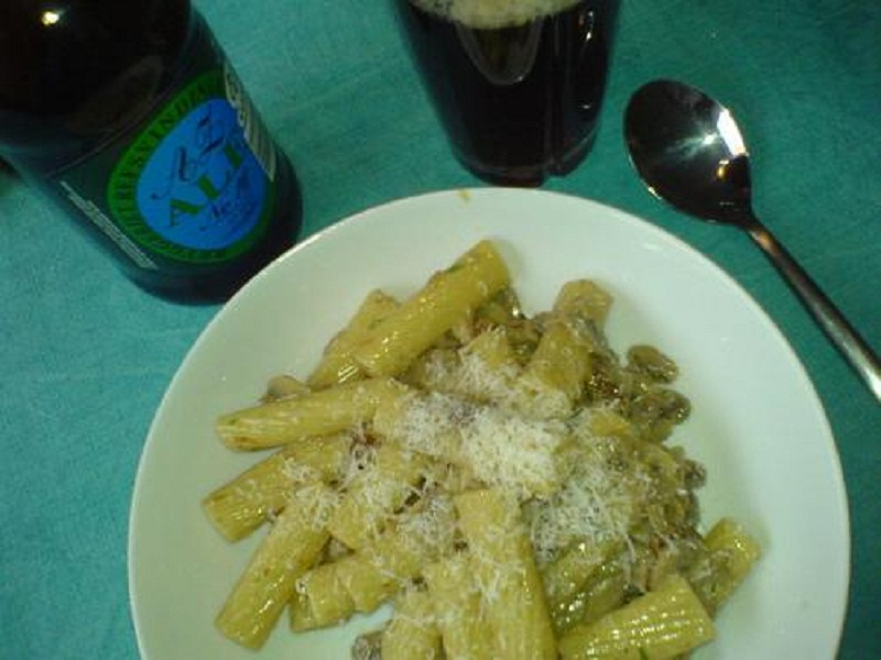 Penne with Mushrooms In A Light Cream Sauce picture