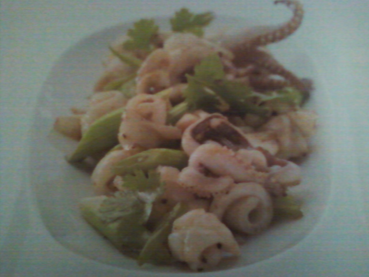 Pla Meuk Kratiem Prikthai - Stir Fry Squid with Garlic picture