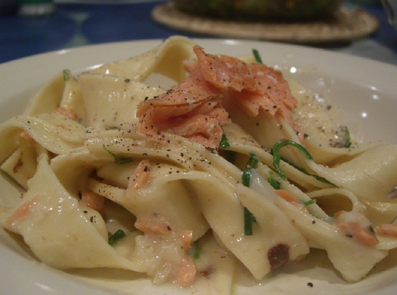 Smoked Salmon with White Wine, Cream and Chives picture
