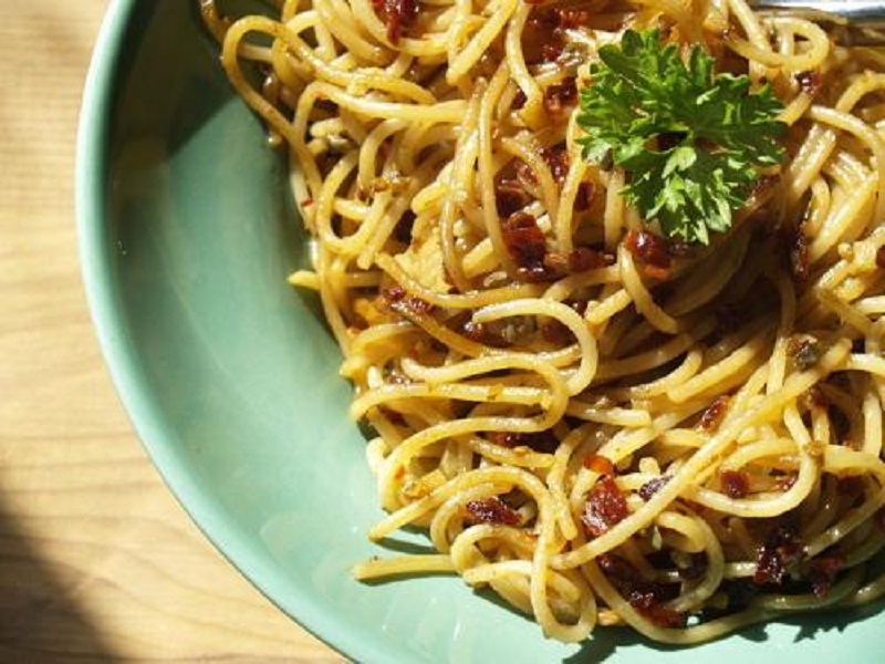 Spaghetti with Anchovies and Mushrooms picture