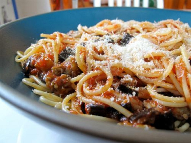 Spaghetti With Eggplant Sauce picture