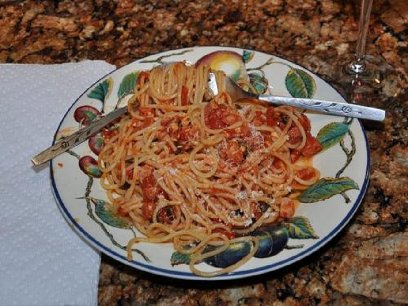 Spaghetti with Sausage and Tomatoes picture