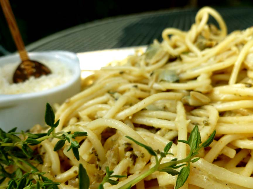 Spaghetti With White Clam Sauce picture