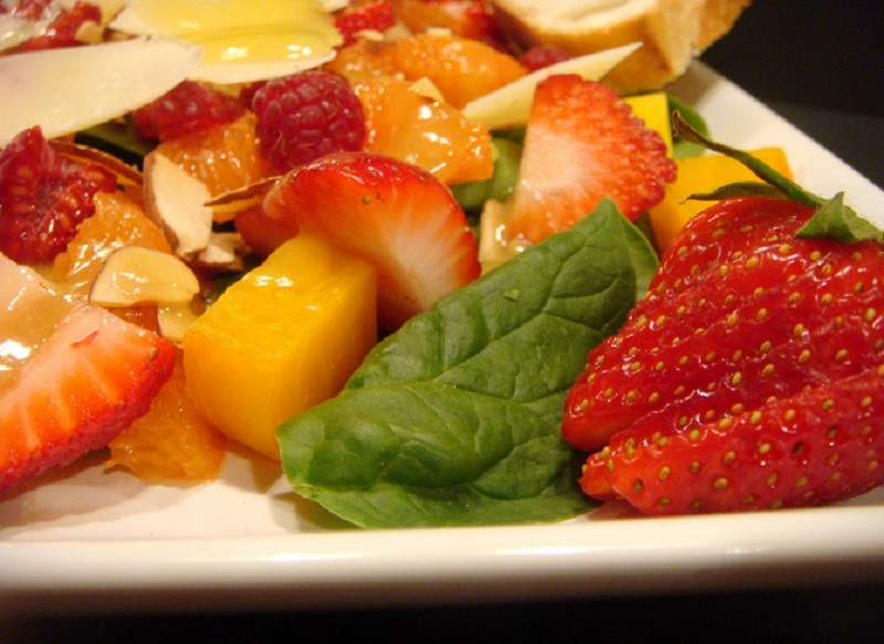 Spinach Salad With Raspberries And Papaya picture