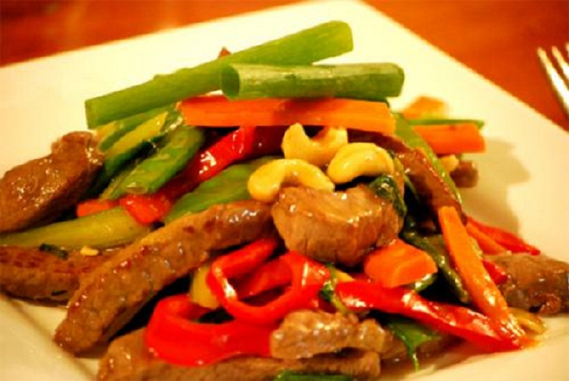 Stir Fried Beef With Cashews And Mangetout picture