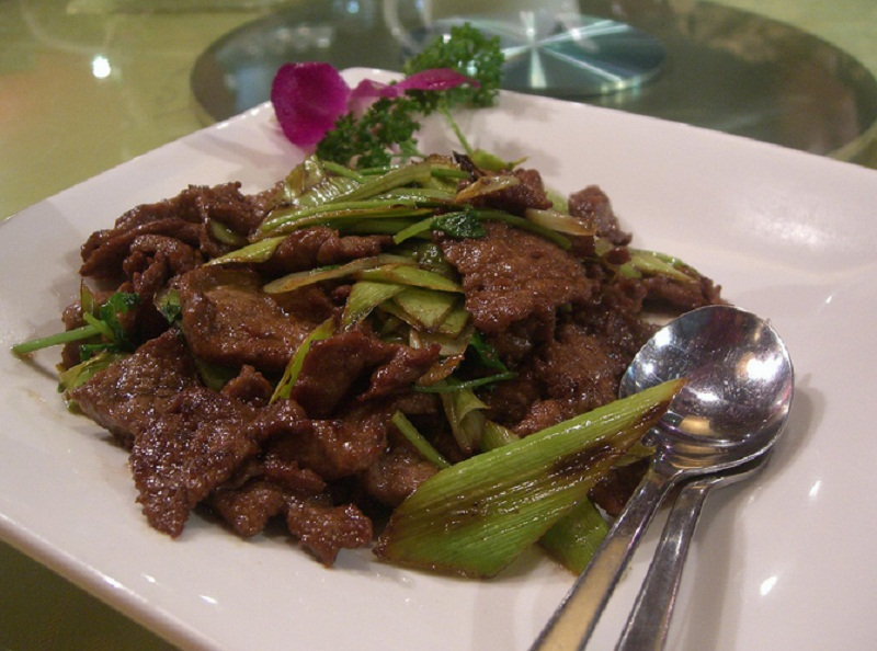 Stir Fried Beef With Celery And Walnuts picture