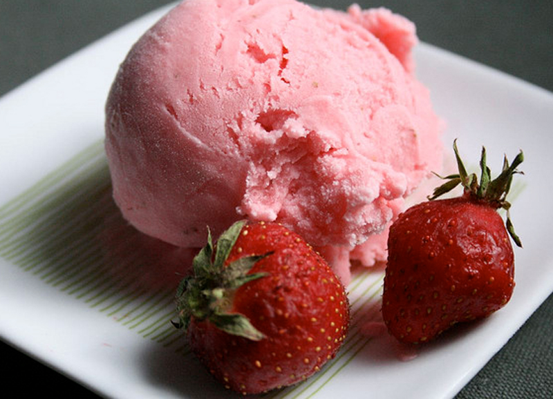 Homemade Strawberry Ice Cream picture