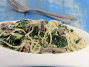 Spaghetti With Spinach And Mushrooms By Tarla Dalal