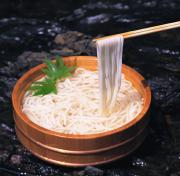 Eating udon noodles with chopsticks made easy