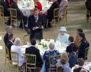 Queen lunches with traders