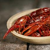 how to eat crawfish