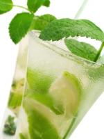 Green cocktails make refreshing drinks for St Patricks day