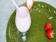 Strawberry Banana Smoothie & Bloopers - Healthy Breakfast Ideas