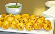 Aloo bonda with green chutney