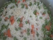 Carrot and Peas Pilaf (Pulao) / Indian Rice