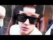 Justin Bieber tries to grab paparazzo's camera