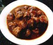 Meatballs In Piquant Onion Sauce