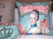 marie-antoinette-eating-cake