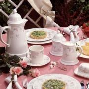 Use flower for your afternoon tea table setting to give a refreshing look.
