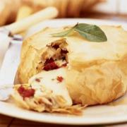 Easy tips on how to eat baked brie