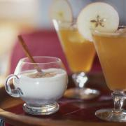 Apple cocktails are very popular in fall.