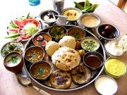 Enjoy a traditional Indian meal in Mumbai