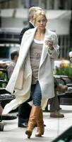 Kate Hudson Grabs Coffee
