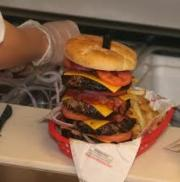 Foods to avoid after heart attack includes fast foods.