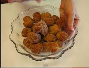 Feisty Sugar and Cinnamon Doughnut Holes