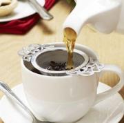 Brewing tea using tea strainer