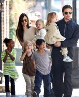 Angelina Jolie and Brad Pitt Cook Thanksgiving Dinner Together!