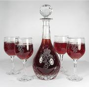 Young red wines should be decanted.