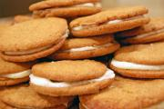 8 Sandwich cookies to be served during holidays.