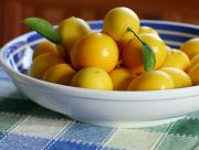 Lemons have many uses, and is therefore handy around the kitchen