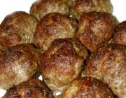 Browned Meatballs In A Microwave Oven
