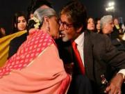 Amitabh Bachchan & Jaya Smooch in Public